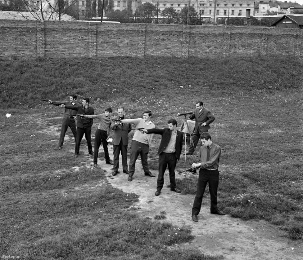 1968-ban így tanították lőni az ifjoncokat.