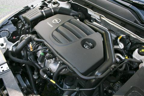 220 lóerő, 350 Nm: ha hajtják, akkor 15 liter felett csipeget