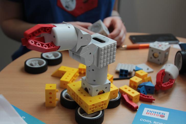 Elsőre nem látszik, de teljesen LEGO-kompatibilis, moduláris rendszer