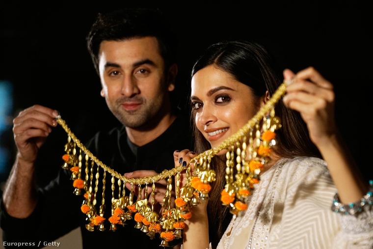Deepika Padukone és Ranbir Kapoor. Ők is jártak, ilyen ez.