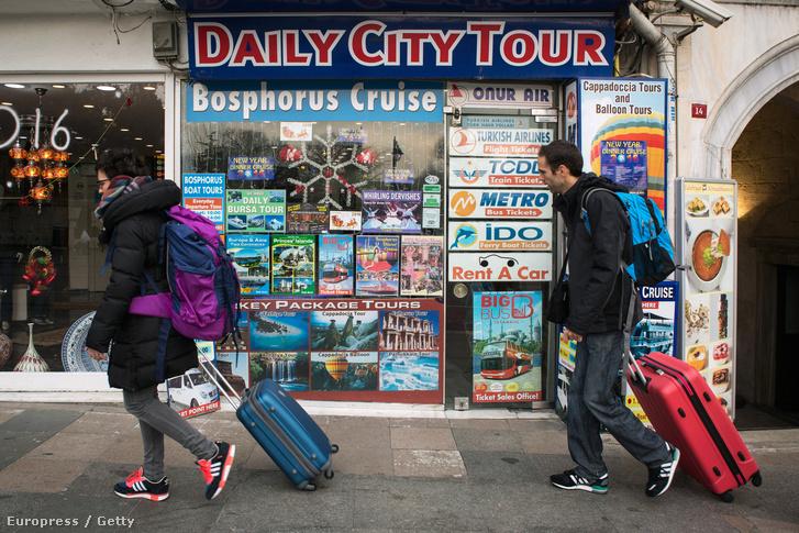 Turisták Isztanbulban