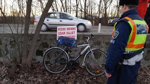 A Balaton olvadó jegén egy bringás került nagy bajba