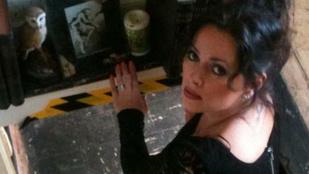 Sátáni kecskeszellem üldözte el otthonából a brit nőt