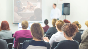 Öt ok, miért kellene a pornót tanítani az iskolában