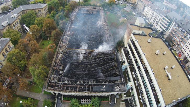 A tavaly októberben kiégett TF sportcsarnoka.