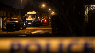Fejbe lőtte magát és gyerekét egy rendőrnő