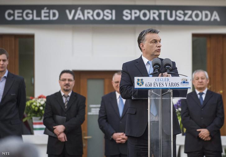 Orbán Viktor a ceglédi Városi Uszoda átadásán 2014-ben.