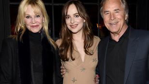 Melanie Griffithék együtt mentek lányuk premierjére