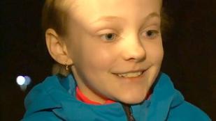 Rendőri biztatásra ugrott ki a lángoló házból a 9 éves kislány