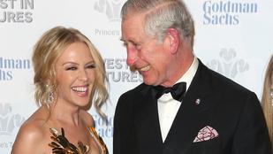 Károly herceg üdvözölte Kylie Minogue dekoltázsát