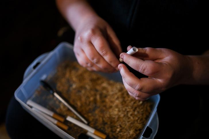 A cigarettát mindenhol töltik, a dobozos valóban luxusnak számít.