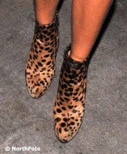 Victoria Beckham leopárdmintás bokacipője