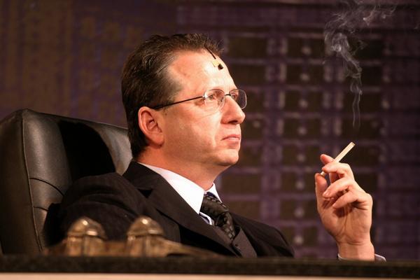 Schlanger András a Legénylakás c. darabban (Forrás: Nehéz Andrea, szinhaz.hu)