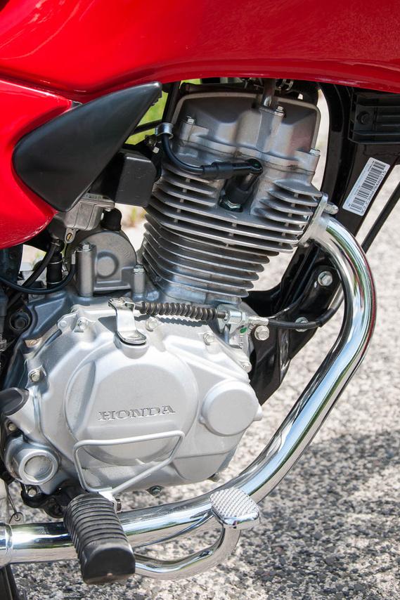Manapság ritkaság az OHV, pláne japán motornál. A Honda CG125 viszont ilyen, 1976 óta gyártják