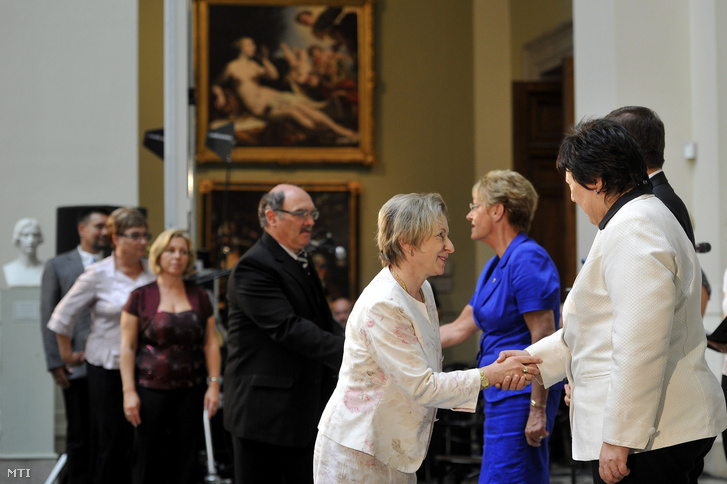 Kinevezési ünnepségen köszöntik az új köznevelési intézményvezetőket a Szépművészeti Múzeum Barokk termében 2013. augusztus 21-én. Jobbról Hoffmann Rózsa köznevelésért felelős államtitkár (j3) és Marekné Pintér Aranka a Klebelsberg Intézményfenntartó Központ (Klik) elnöke (j).
