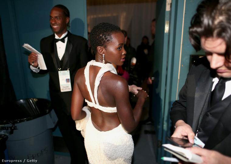 Lupita Nyong'o estélyijét a tavalyi Oscar után ellopták, aztán visszavitték.