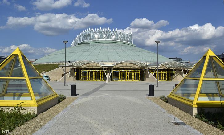 A 4000 fő befogadására alkalmas multifunkcionális Tüskecsarnok a volt EXPO területén Lágymányoson.