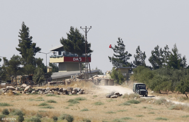 Ellenőrzőpont a török-szír határ közelében