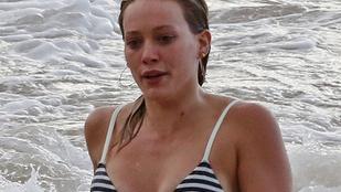 De jól néz ki Hilary Duff bikiniben