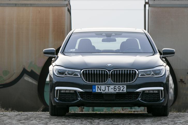 A csipás szem után az orrlyukkal egybenőtt fényszóró az új BMW-dizájn
