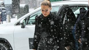 Gigi Hadid hosszú lábai legyűrik a hóvihart