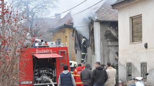 Leégett egy ház Budaörsön, az idős lakót szomszédok menekítették ki