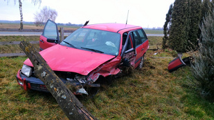 Játszótérre repült a Volkswagen, de nem lett baj