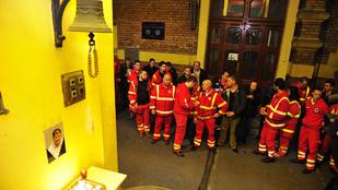 Gyertyagyújtással emlékeztek a mentők elhunyt kollégájukra