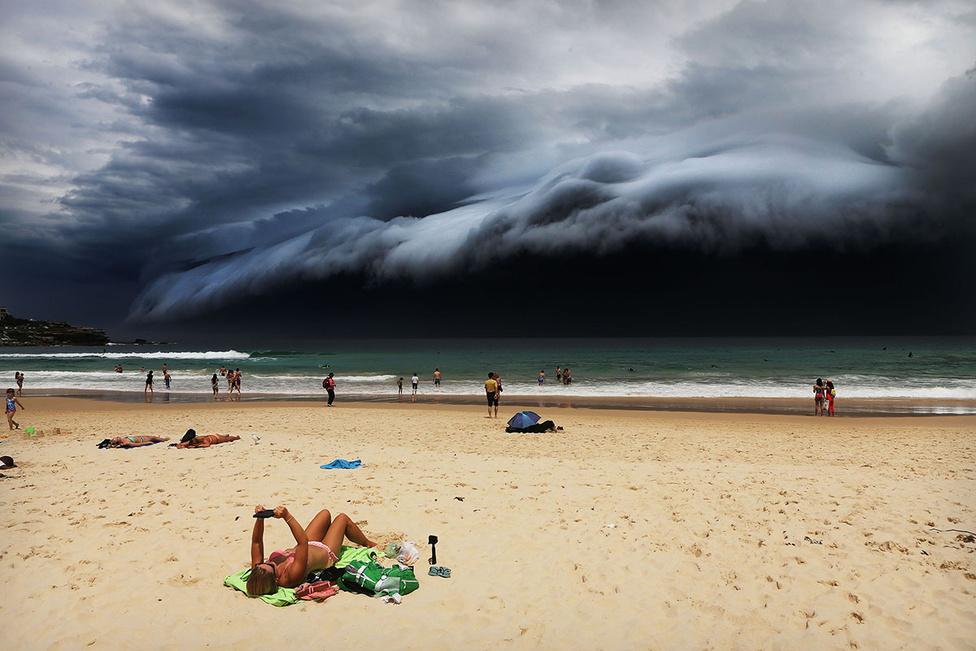 Természet 1. hely Vihar közeleg az ausztrál Bondi Beach felé.