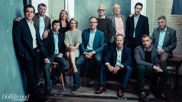 A fotón a Spotlight szereplői és a rovat újságírói láthatók.