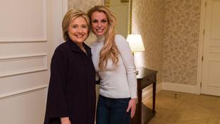 Találtunk egy fotót, amin Britney Spears és Hillary Clinton egymásnak örül