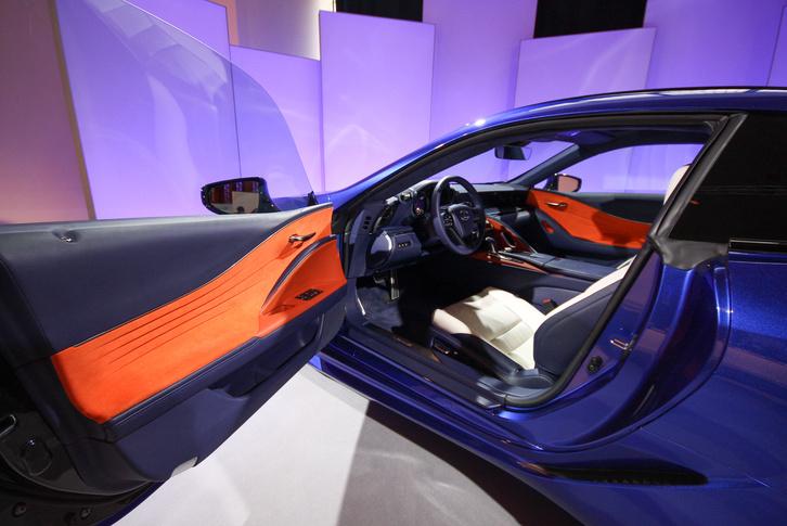 Rég mertek ilyet az autóiparban: más az oldalbetétek színe, mint az ülés
