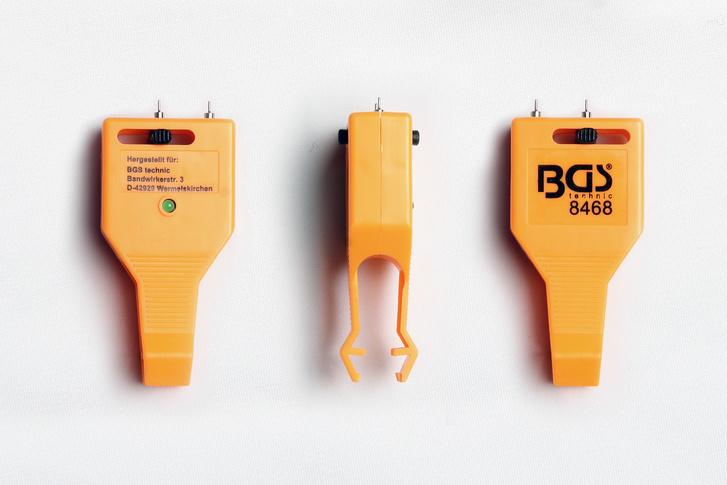 Kicsi, könnyen zsebben tartható eszköz a biztosíték teszter