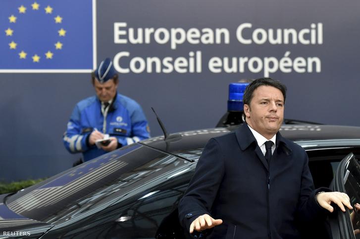 Matteo Renzi olasz miniszterelnök érkezik a brüsszeli migrációs tárgyalásra 2016. február 18-án.