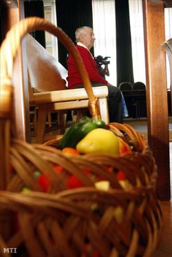 Saját termesztésű zöldségekkel érkezik a bíróságra Szoboszlai Barna