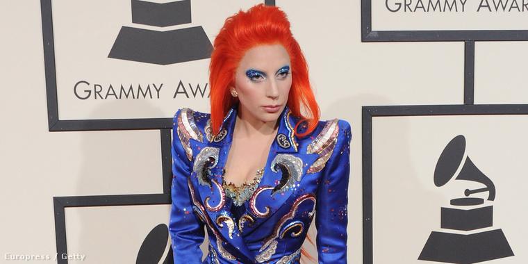 Hétfő este: Lady Gaga megérkezik a Grammy-kiosztóra