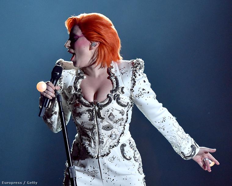 Hétfő este: Lady Gaga fellép a Grammy-kiosztón