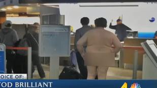 A férfi, akinek a hobbija, hogy meztelenül sétálgat a reptéren