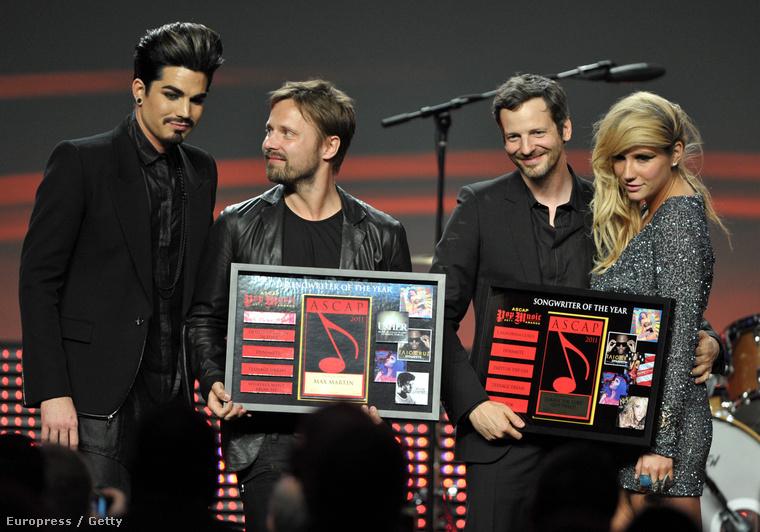 Dr Luke és Kesha a kép jobb oldalán