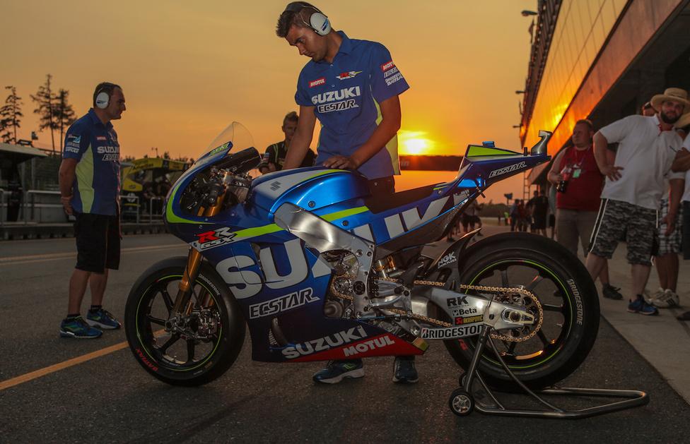 És ha egy üzlet beindul, abból bizony egyik csapat sem maradhat ki. A Ducati bőgetéséhez kisvártatva csatlakozott a Suzuki is.