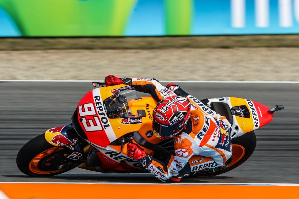 Marc Márqueznek valahogy nem jött ki a lépés 2015-ben. Állítólag nem jutott közös nevezőre a Honda tavalyi motorjával. Így 2016-ra olyan fejlesztésekre számíthatunk, hogy a fülünk is ketté áll.