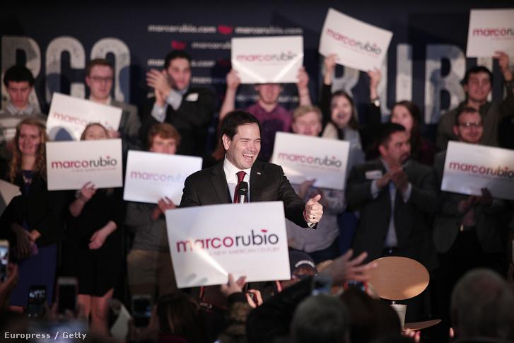 Marco Rubio kapmányol 2016. február 22-én.