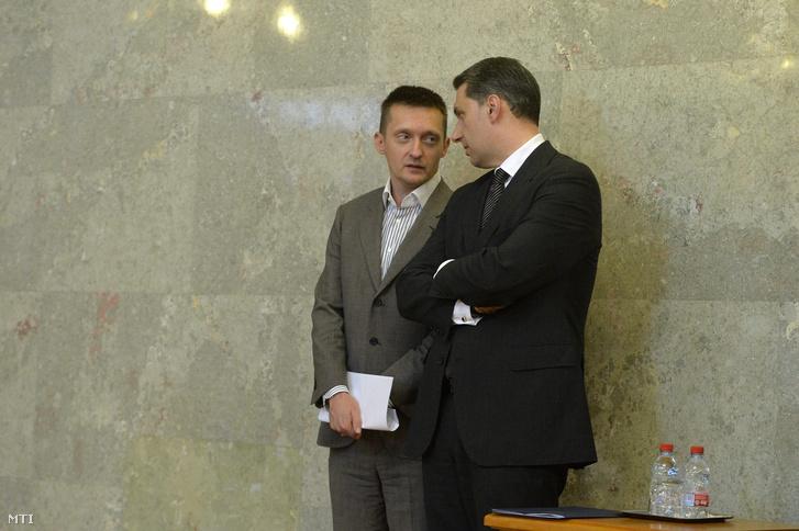Rogán Antal és Lázár János Orbán Viktor sajtótájékoztatóján