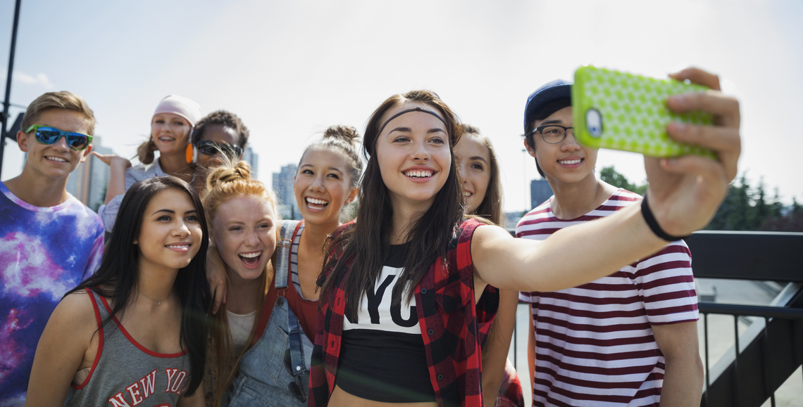 tizenévesek szeretik a hatalmas órát