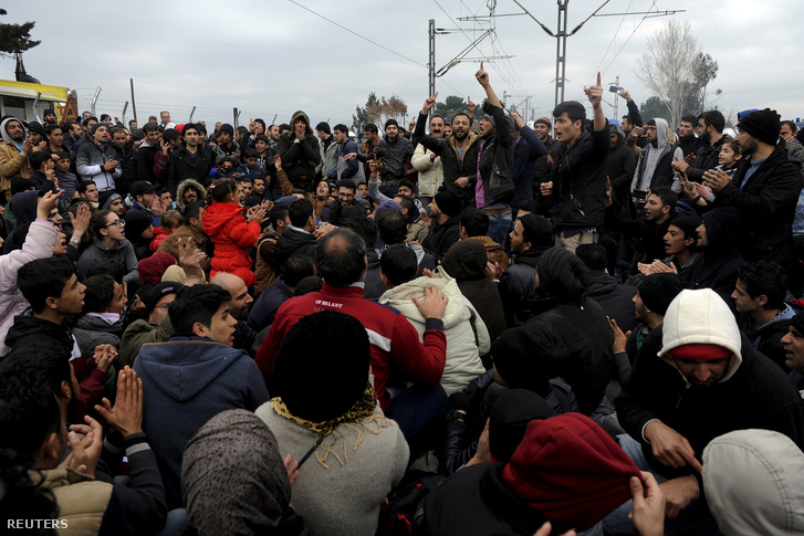 Ezrek torlódtak fel a görög-macedón határon