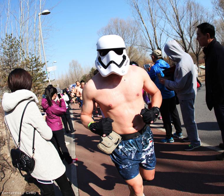 Fehérneműs futás Pekingben