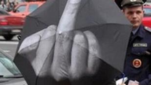 Nem az eső, hanem az esernyősök a legrosszabbak ma
