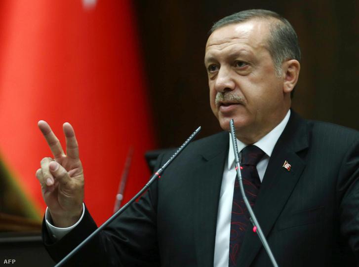 A menekültellenesség Erdoğant erősítette