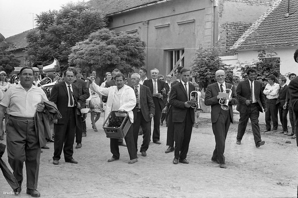 Sárközi lakodalom Decsen, 1969-ben.
