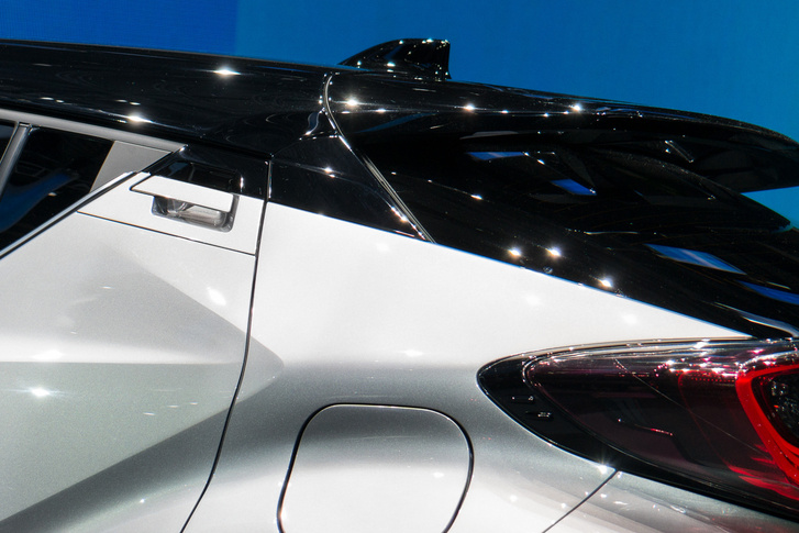Toyota C-HR - Így rejtették el a hátsó kilincsét